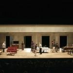 Escenografia de Max Glaenzel per a Els estiuejants, Teatre Lliure, 2006