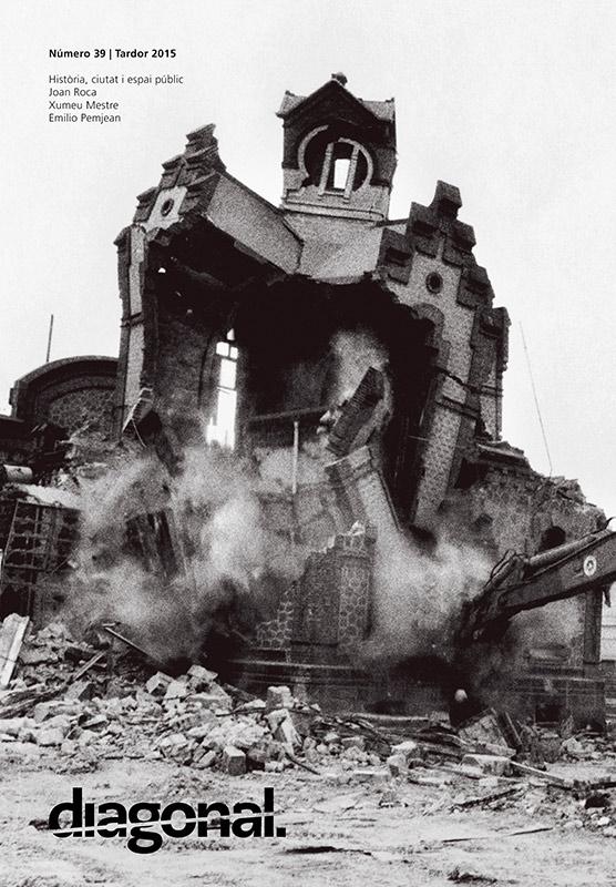 Detall de l'enderroc de la Sala Compressors de la fàbrica Catalana de Gas de la Barceloneta construïda el 1908 segons el projecte de l'arquitecte Josep Domènech Estapà. En la fotografia sencera, a la pàgina següent, es pot observar la Torre d'Aigües actualment restaurada. Fotografia de Martí Llorens realitzada l'any 1991 en el marc del projecte Viatge a Icària, Barcelona 1987-1992. El projecte es pot consultar a: bcn87-92.tempusfugitvisual.com